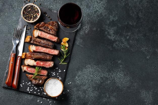Tranches de steak tranchées. Photo Premium