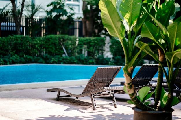 Transat à la piscine Photo gratuit
