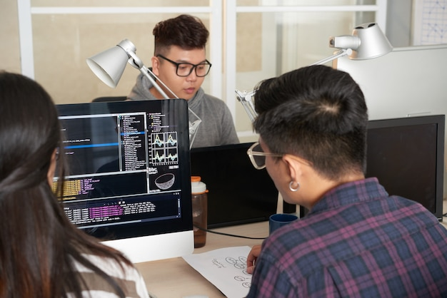 Travail En Commun De Programmeurs Talentueux Photo gratuit