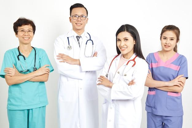 Travailleurs médicaux sur fond de mur Photo Premium
