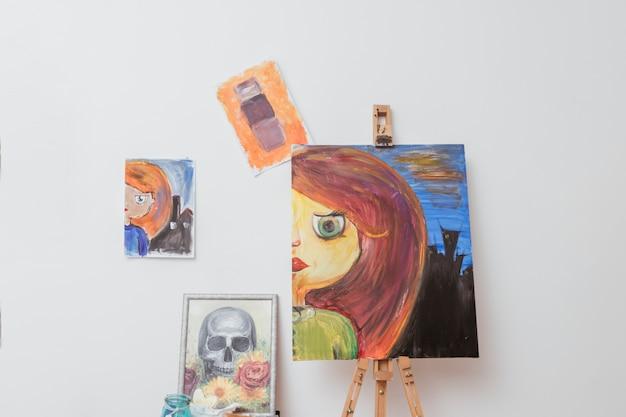 Travaux de peintre en atelier Photo gratuit
