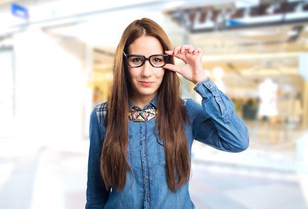 Trendy Jeune Femme Avec Des Lunettes Photo gratuit