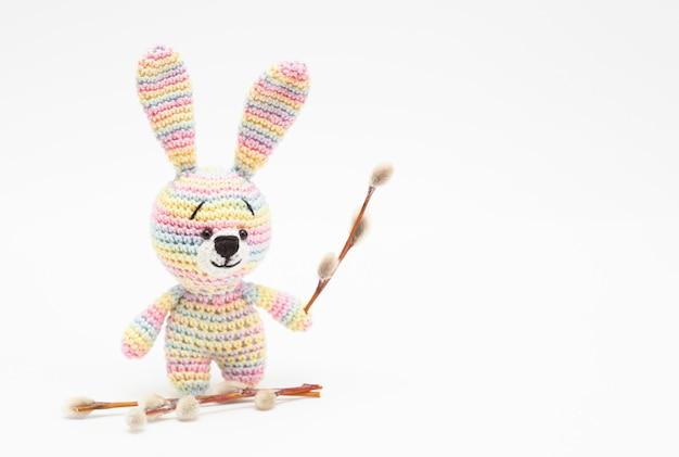 Tricoté oeufs de décor de pâques, fleurs, lapin. fait à la main, amigurumi Photo Premium