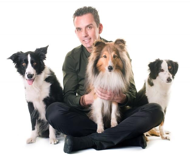 Trois chiens et homme Photo Premium