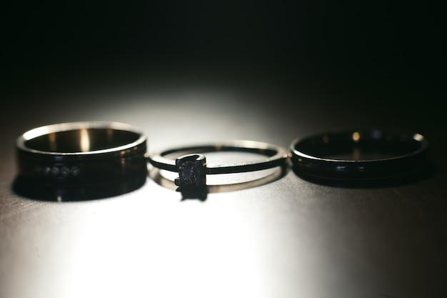 Trois Jolies Bagues De Mariage. Fermer Photo gratuit
