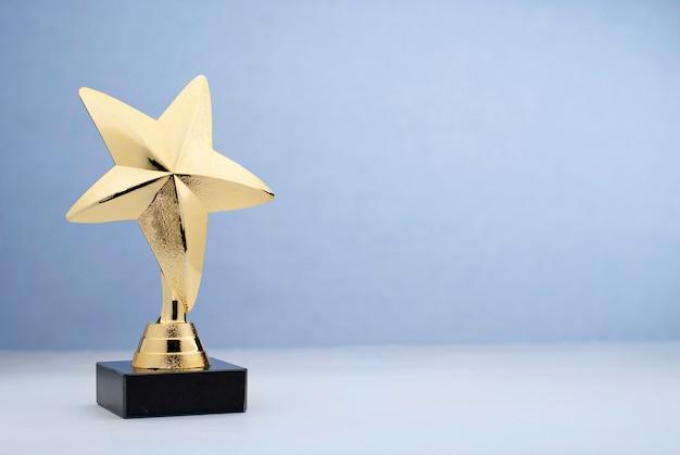 Trophée D'or En Forme D'étoile Pour Avoir Récompensé Au Concours Photo Premium