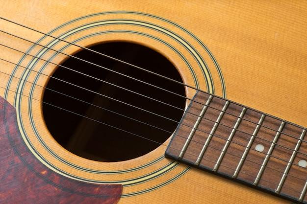 Trou de guitare et cordes, gros plan Photo Premium