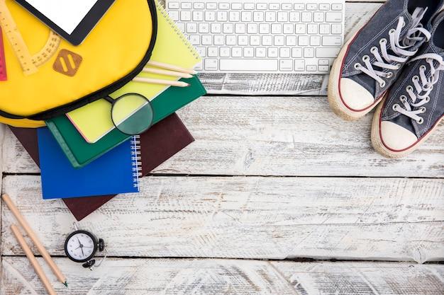 Trucs d'école, gumshoes et clavier Photo gratuit