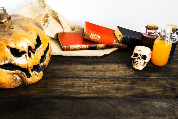 Trucs d'halloween sur table Photo gratuit