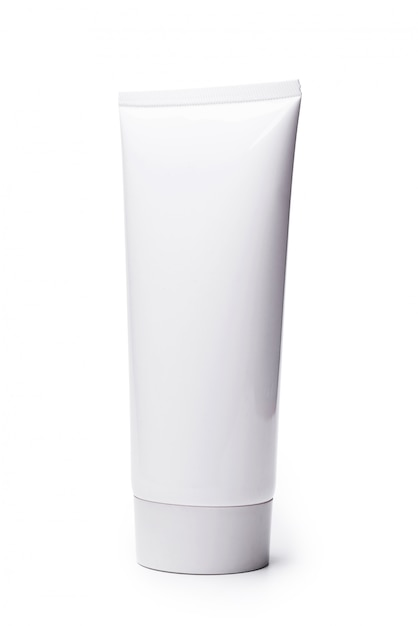 Tube cosmétique blanc blanc isolé sur fond blanc. Photo Premium