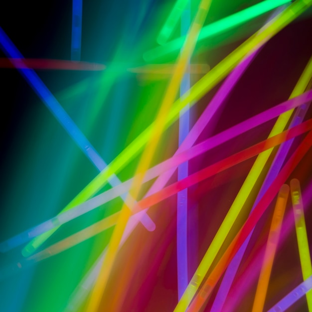 Tubes de néon coloré abstrait sur fond d'arc-en-ciel Photo gratuit
