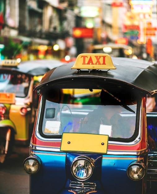 Tuk tuk à bangkok en thaïlande Photo gratuit