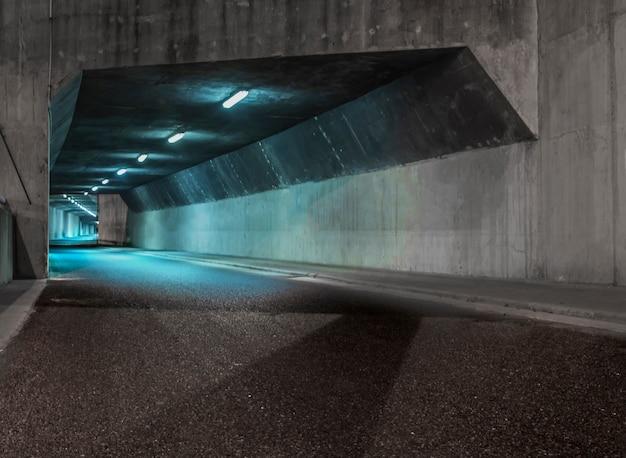 Tunnel iluminated Photo gratuit