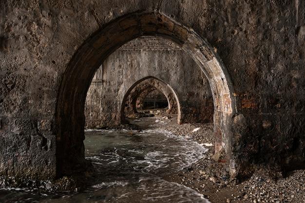 Tunnels Aquatiques De La Vieille Ville Sur La Côte D'alanya Photo gratuit