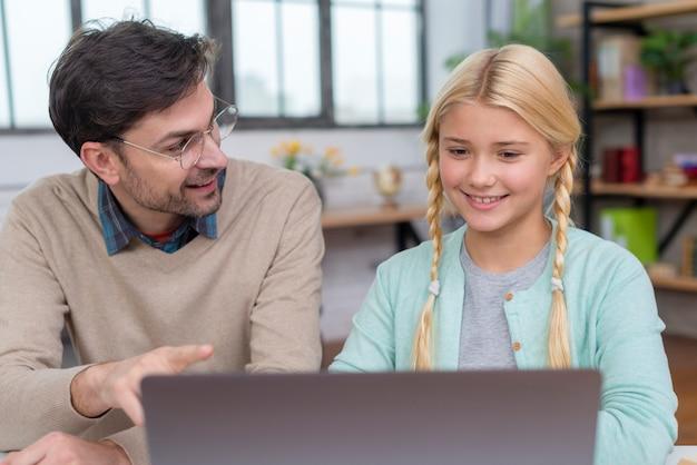 Tuteur à Domicile Et Apprentissage Des élèves Photo gratuit