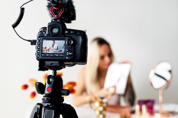 Tutoriel beauté maquillage blogger recodage Photo Premium