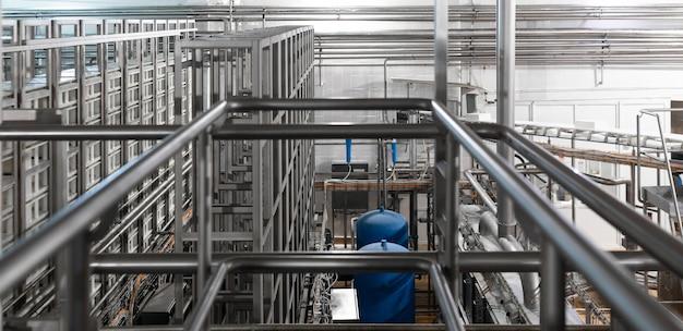 Tuyaux Chromés Et élément Bleu. Industriel Photo Premium