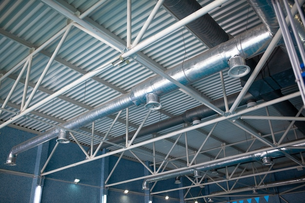 Tuyaux de ventilation en matériau isolant argenté Photo Premium
