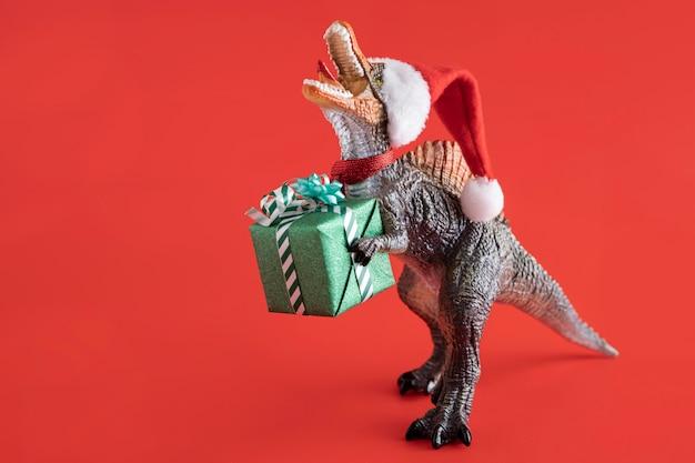 Tyrannosaurus Rex Tenant Une Boîte Cadeau Photo gratuit