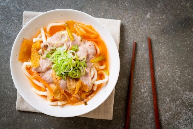 Udon Ramen Nouilles Au Porc Et Kimchi Photo Premium