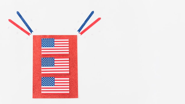 Usa drapeaux sur papier rouge Photo gratuit