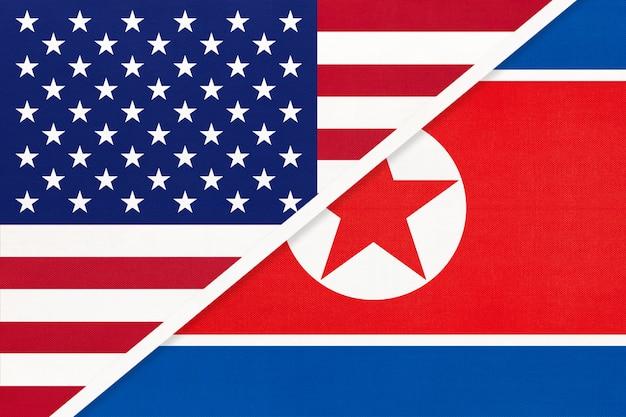 Usa Vs Corée Du Nord Drapeau National Du Textile. Relation Entre Deux Pays Américains Et Asiatiques. Photo Premium