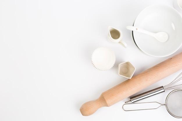 Ustensiles de cuisson isolés sur fond blanc Photo gratuit