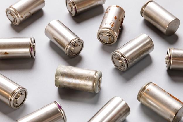 A Utilisé Une Batterie Rechargeable Au Nickel-hydrure Métallique (ni-mh) Photo Premium