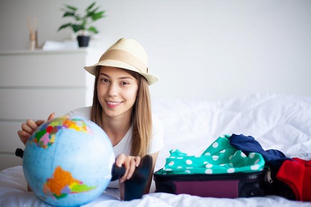 Vacances, femme qui se prépare au repos Photo Premium