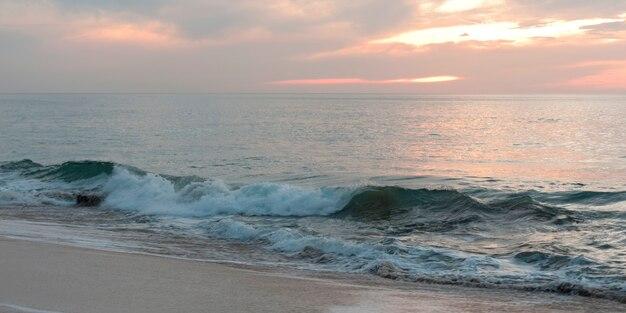 Vagues dans la mer, sayulita, nayarit, mexique Photo Premium