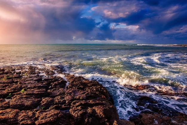 Vagues sur le paysage marin Photo Premium
