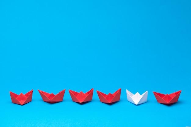 Vainqueur navire en papier rouge Photo Premium