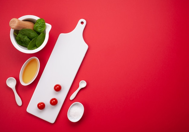 Vaisselle blanche et ustensiles de cuisine Photo Premium