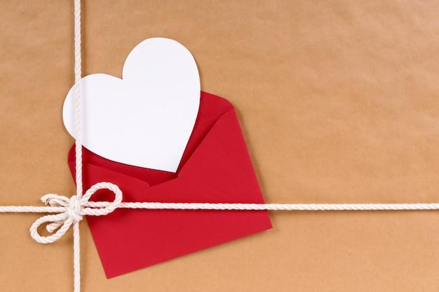Valentine Card Sur Une Parcelle Photo gratuit