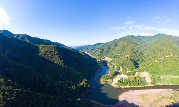 Vallée De Muang Khua Dans Les Montagnes Du Nord Du Laos Ciel Bleu Clair Photo Premium
