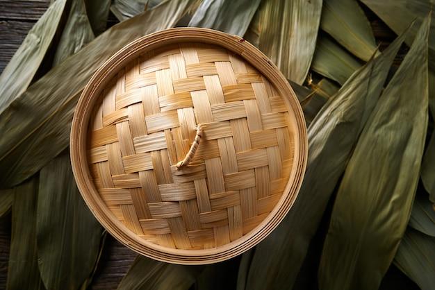 Vapeur en bambou de cuisine asiatique pour la cuisson à la vapeur Photo Premium