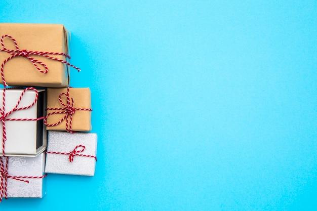 Variété de cadeaux avec espace de copie Photo gratuit