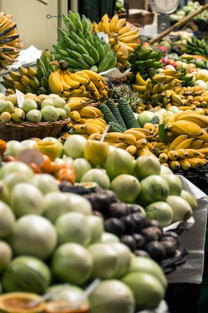 Variété de fruits exotiques Photo Premium