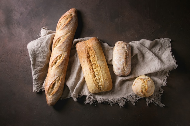 Variété de pain artisanal Photo Premium