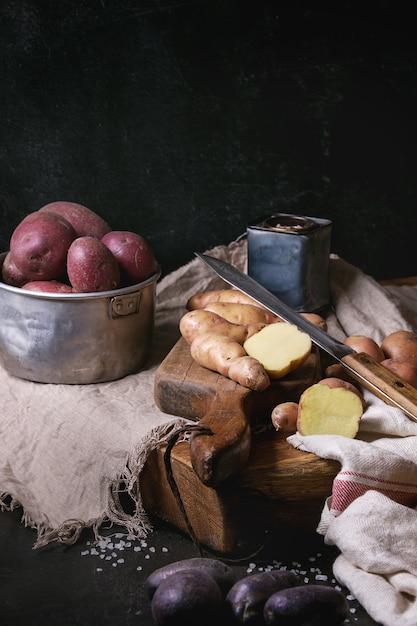 Variété de pommes de terre crues Photo Premium