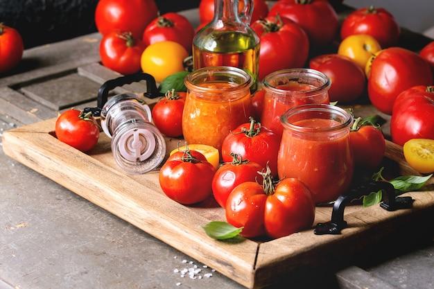Variété de sauces tomates Photo Premium