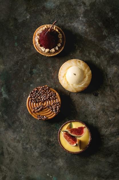 Variété de tartelettes sucrées Photo Premium