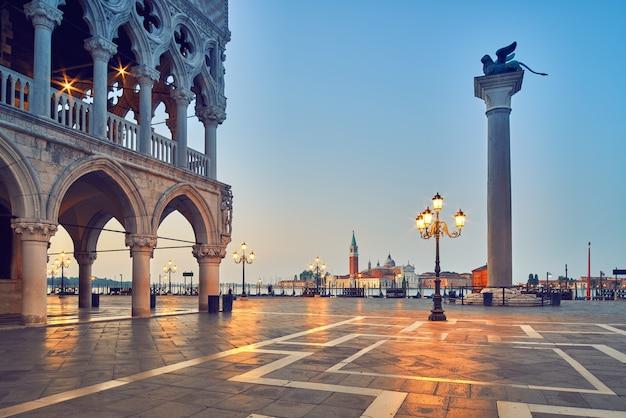 Venise, Place San Marco Le Matin Photo Premium