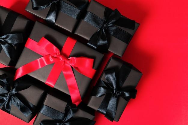 Vente Black Friday, Coffret Cadeau Noir Pour Les Achats En Ligne Photo Premium