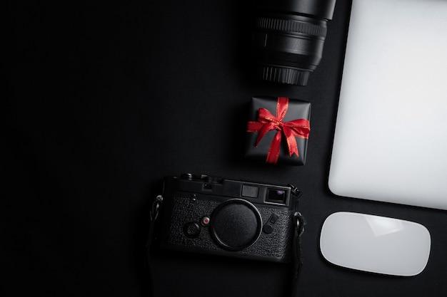 Vente Cyber Monday Avec Souris, Ordinateur Portable Et Coffret Cadeau Photo Premium
