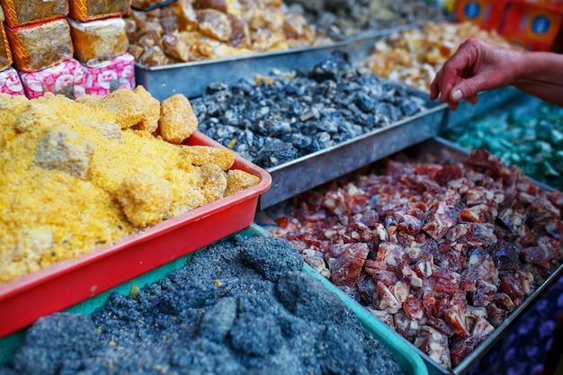 Vente d'épices sur les marchés de goa et d'autres états Photo Premium