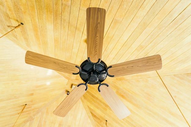 Ventilateur de plafond décoration intérieure de la pièce Photo gratuit