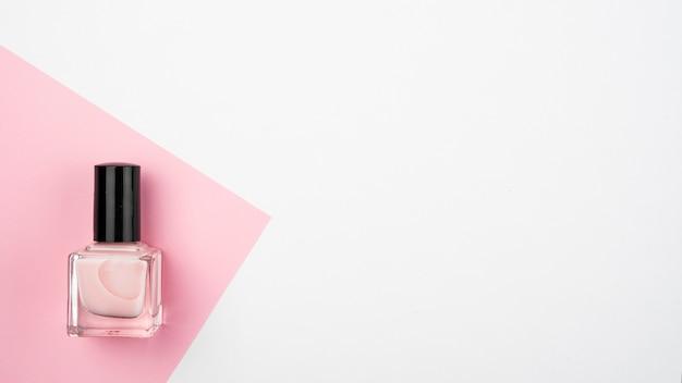 Vernis à ongles avec espace de copie Photo gratuit