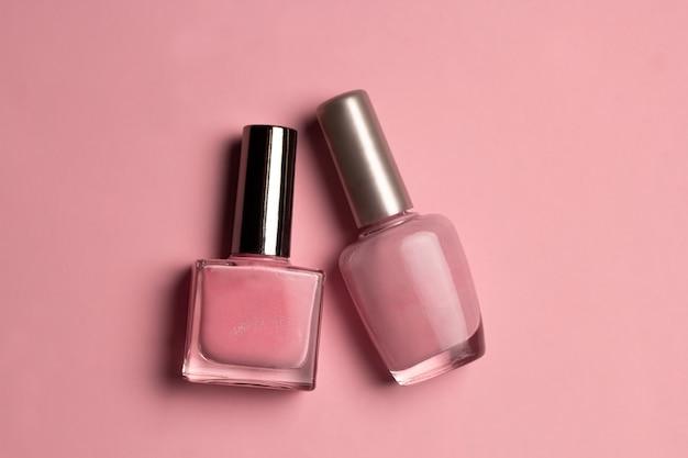Vernis à Ongles Rose Vue De Dessus Sur Fond Rose Photo Premium