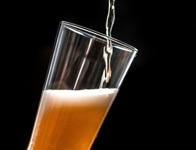 Un verre de bière froide Photo gratuit